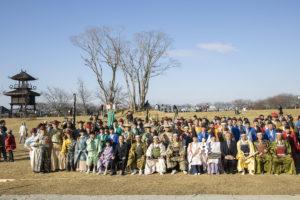 参加者と来賓の皆様と集合写真(写真 森山雅智)