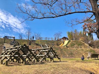 村内最大の公園⁉傾斜を利用したアスレチックで遊ぼう![明日香村近隣公園]