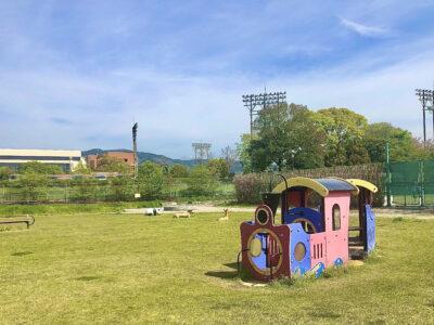 [長柄運動公園]運動公園の一角に遊具のある芝生広場が…‼